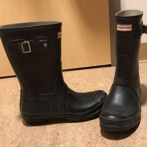 Medium length Hunter boots (black)